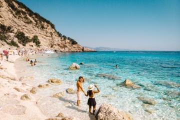 Auf Sardinien gibt es traumhafte Strände und Buchten zu erkunden, wie etwa wie Cala Gonone
