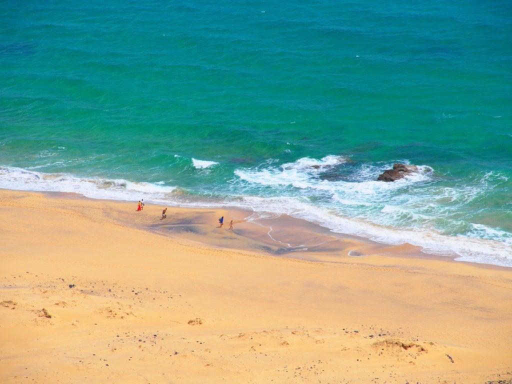 Menschen am Strand auf Porto Santo