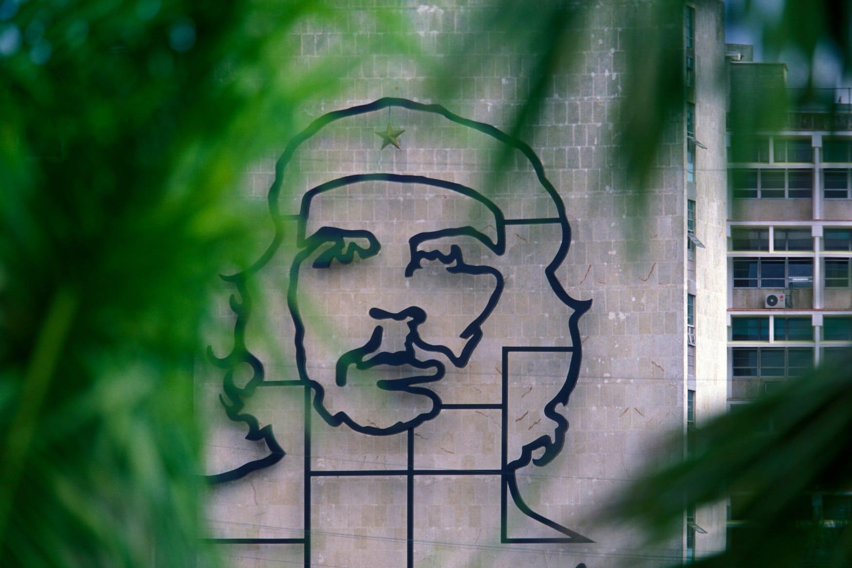 Che Guevara Denkmal an Häuserwand in Havanna, Kuba