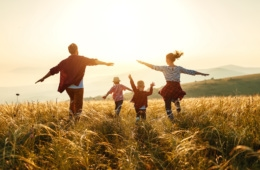 Glückliche Familie im urlaub