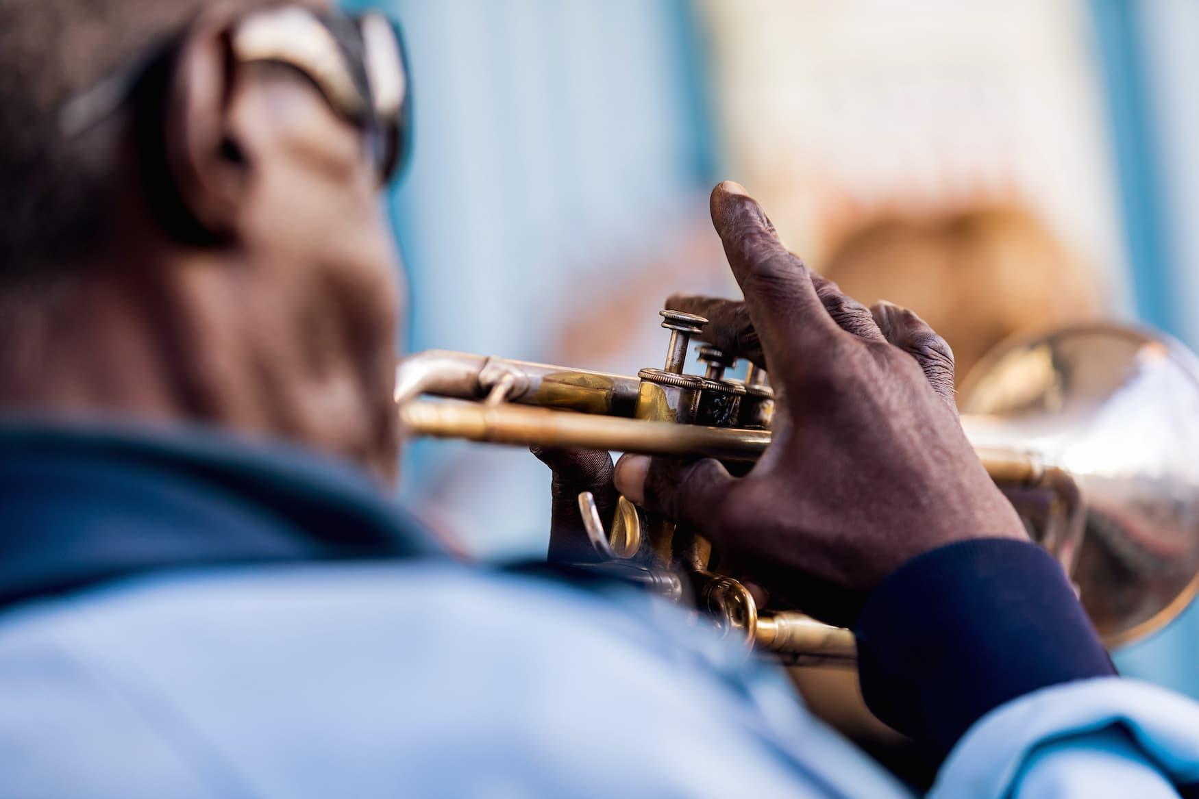 Jazz-Spieler in den Straßen von Viñales, Kuba