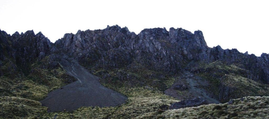 Der Mount Hikurangi am Ostkap Neuseelands ist zwar keine 2000 Meter hoch, dafür stellt sich seine Besteigung auf andere Weise als schwierig heraus.