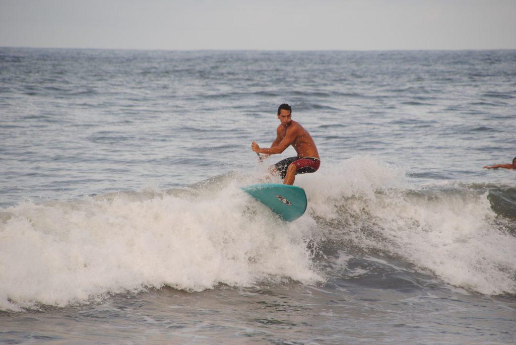 Surfer am Strand von Strand von Papenoo - Papeete - Französisch-Polynesien