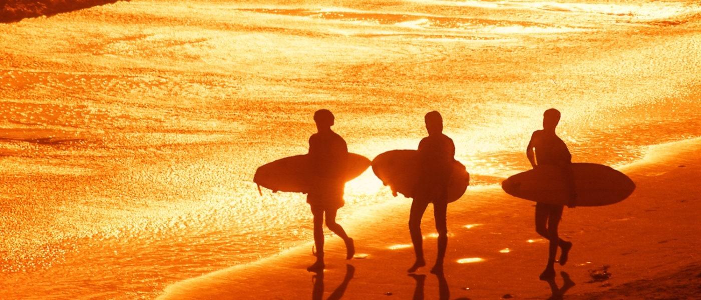Surfen am Strand auf Gaveston Island in Texas