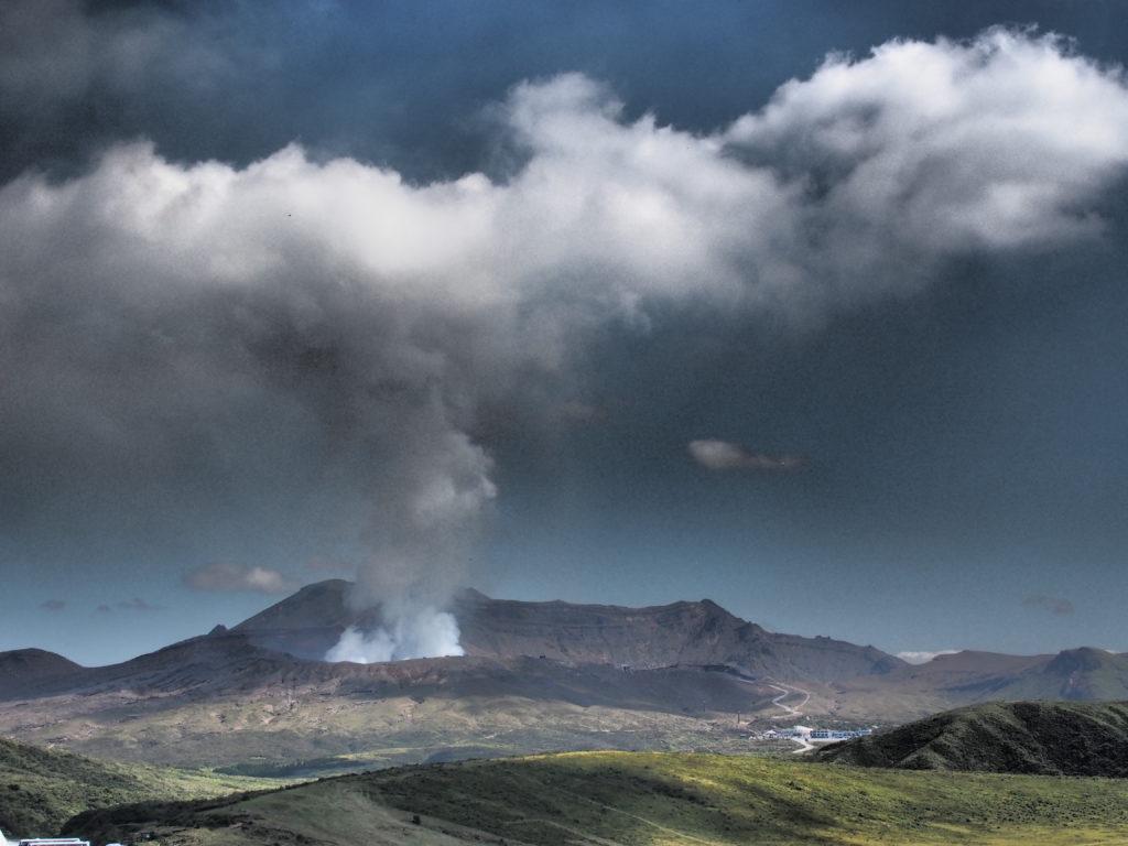 Schwefelspuckender Vulkan-Aso-in-Kyushu-Japan