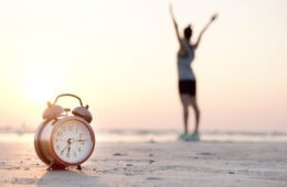 Nein zum Jetlag: Früh aufstehen am Zielort