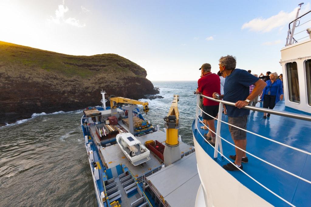 Alles im Blick: Zwei Wochen lang können Gäste das Frachtschiff zu den abgelegensten Inseln begleiten.