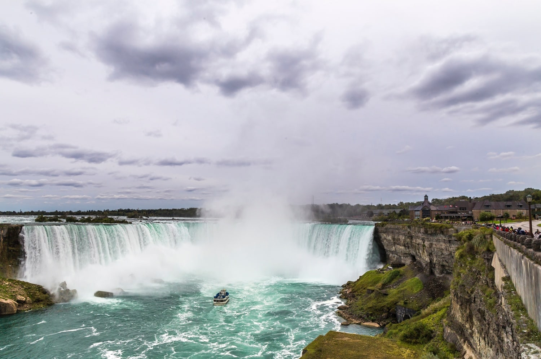 Bilck auf die tosenden Niagara Fälle