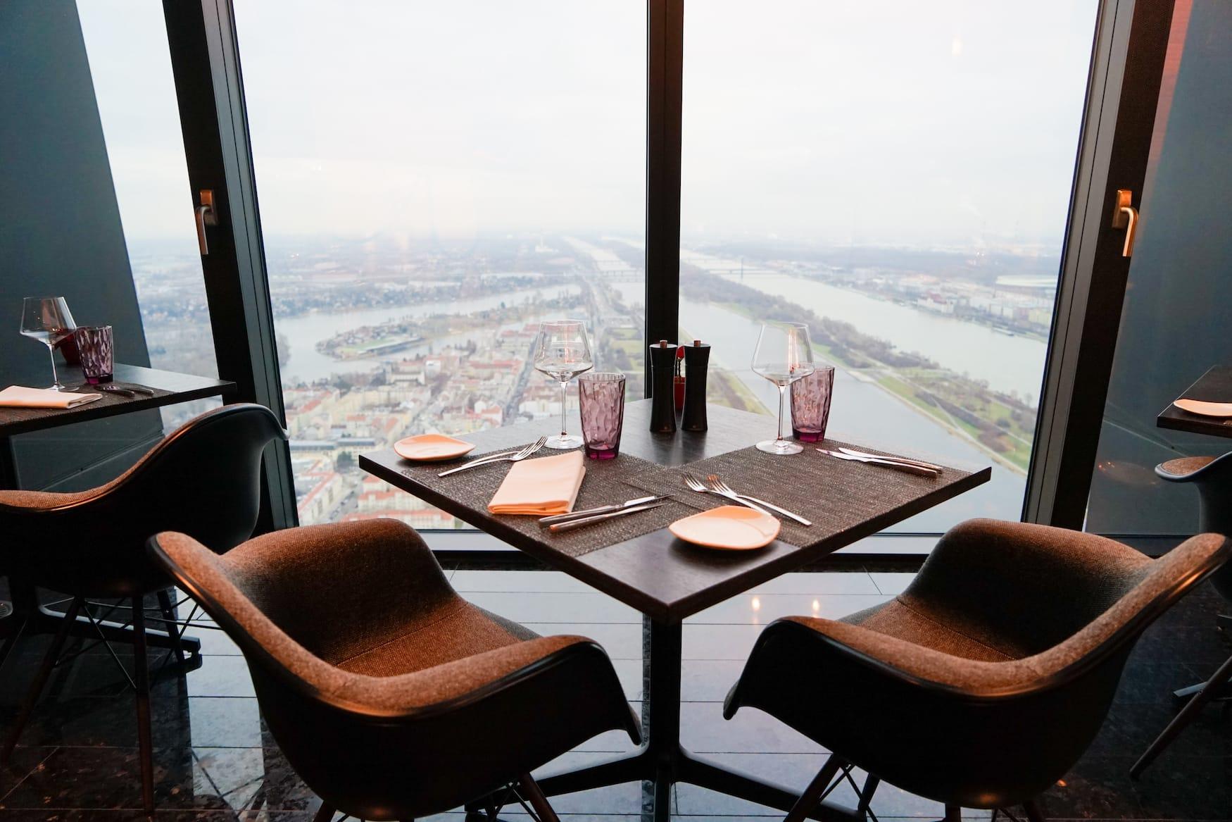 Ausblick aus dem Restaurants des Melia Hotels in Wien in den DC Towers