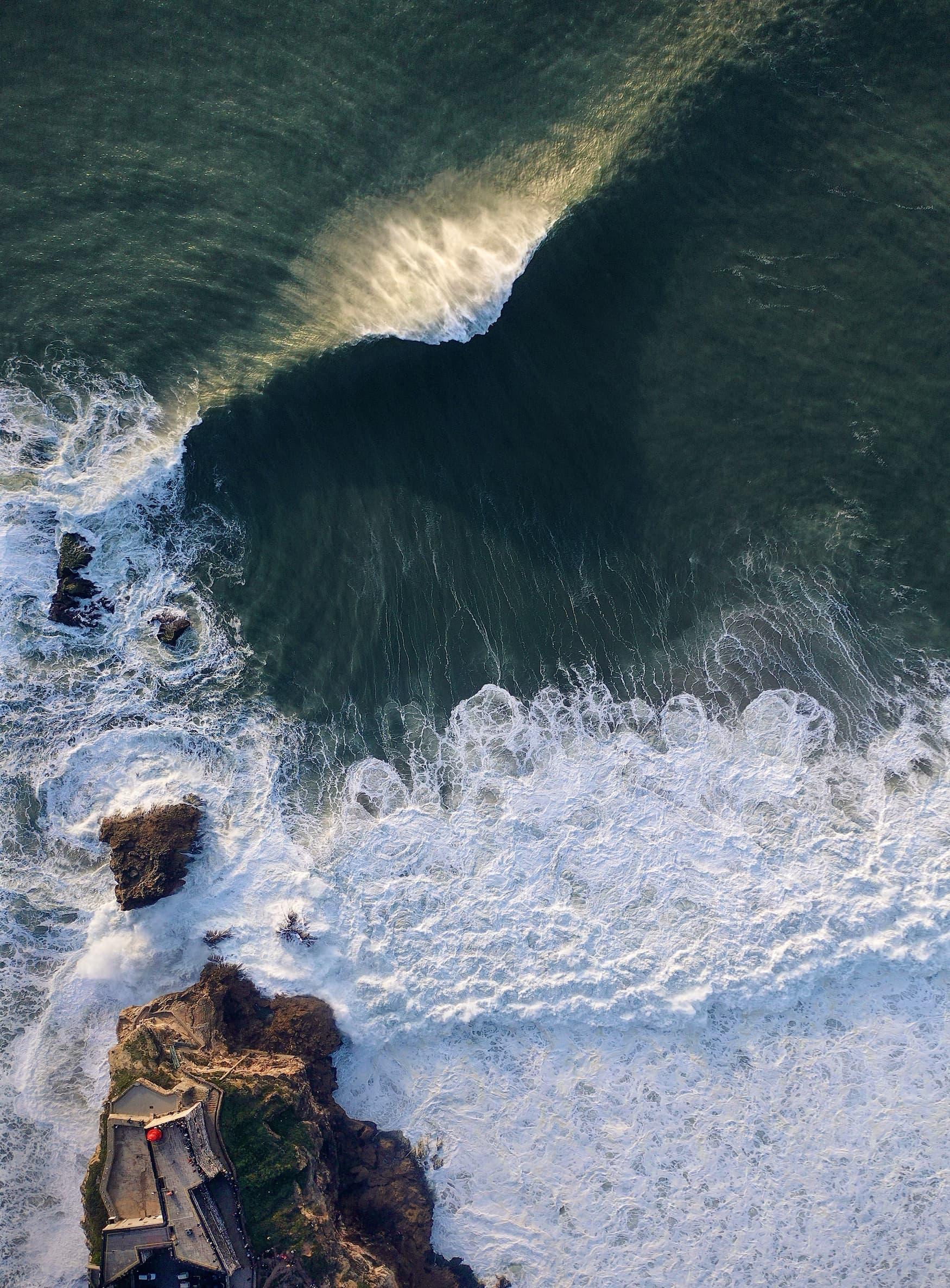 In Nazaré, Portugal, gibt es die größten Wellen der Welt