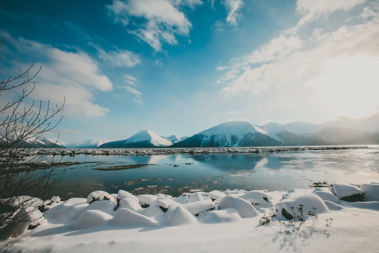 Winterlandschaft, Berge und See