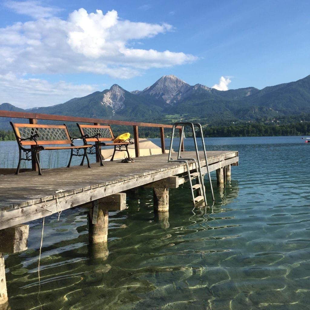 Unterwegs in Kärnten: Blick vom Ufer auf denFaaker See