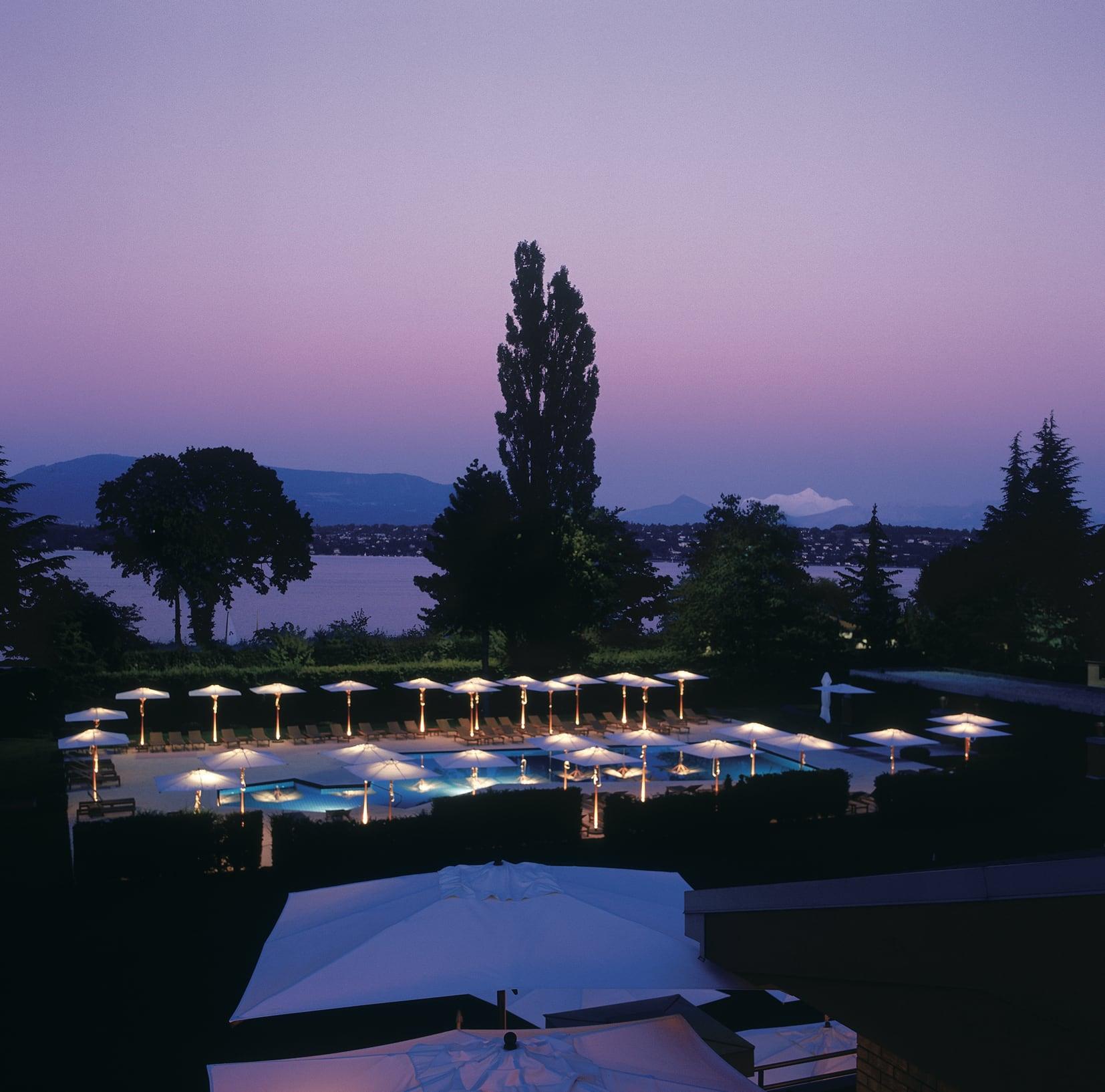 La Reserve mit Außenpool und Blick auf den Genfer See