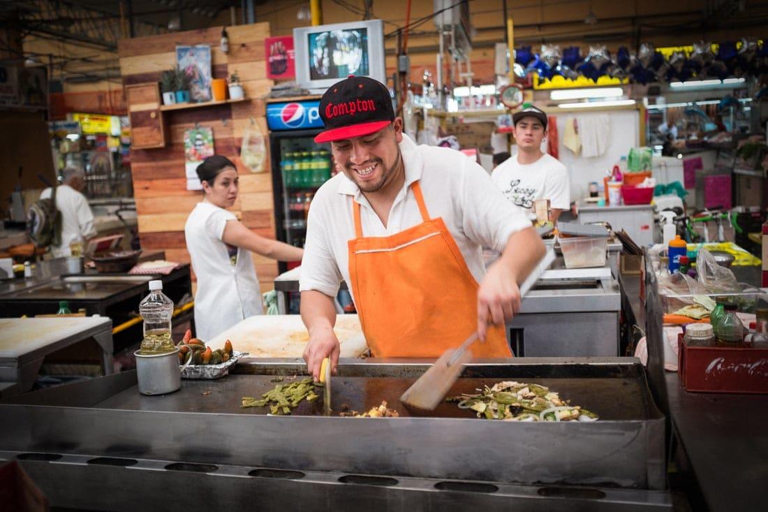Koch in einem Restaurant in Mexiko-Stadt
