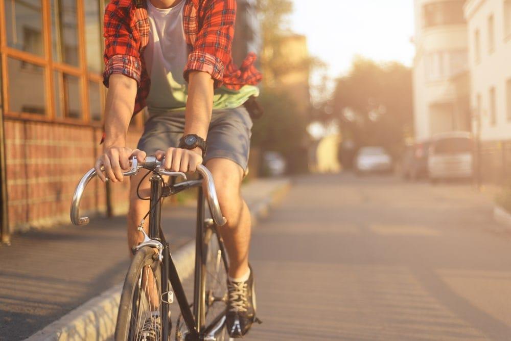 Radfahren im Spätsommer: Hipster in Stuttgart