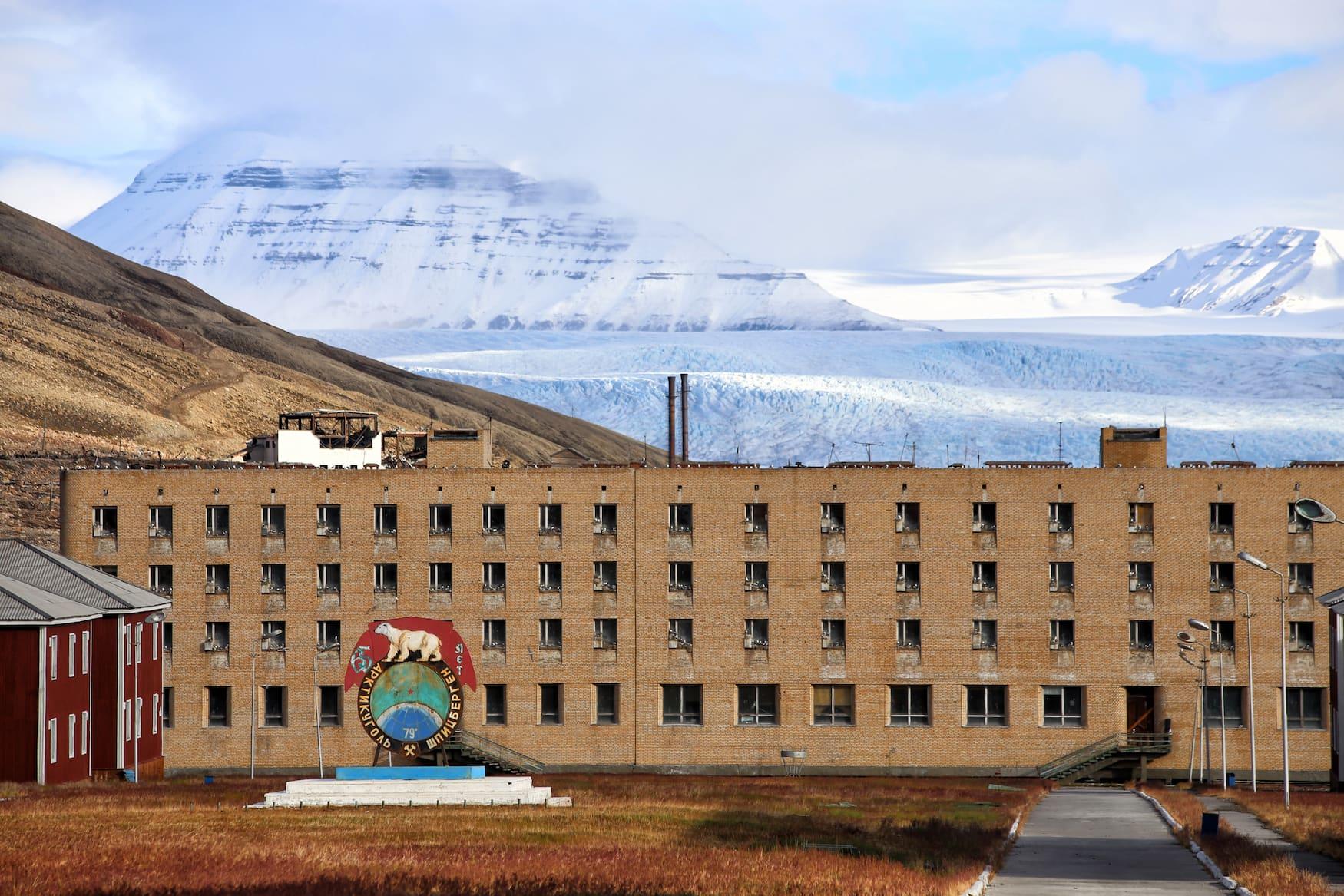 Verlassene Sowjet-Stadt Pyramiden in Norwegen