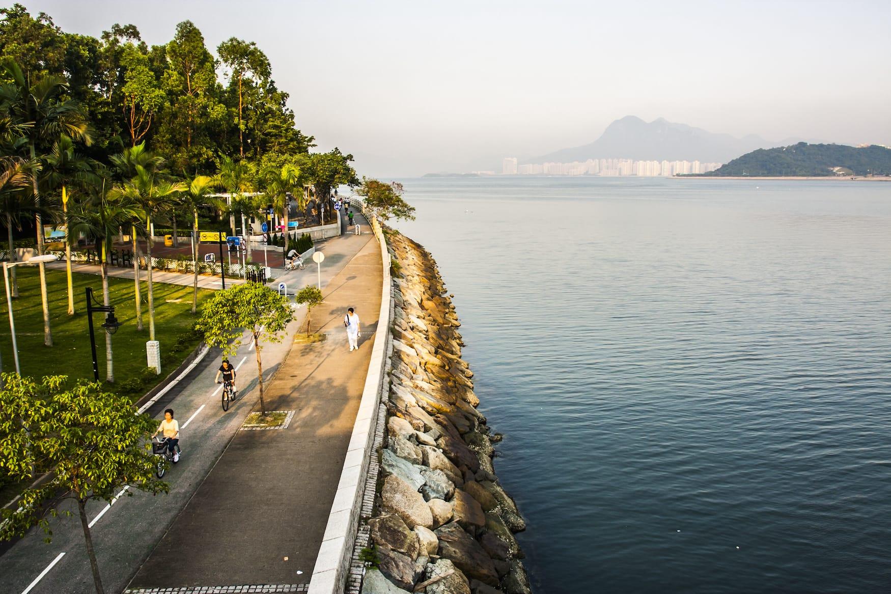 Fahrradfahren in Hongkong auf dem Tolo Harbour Weg