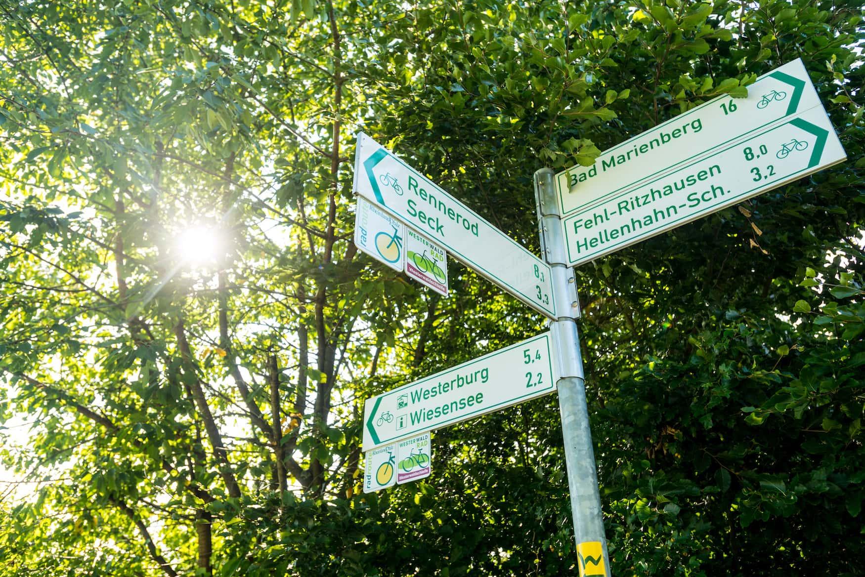 Radwegbeschilderung an der Westerwaldschleife
