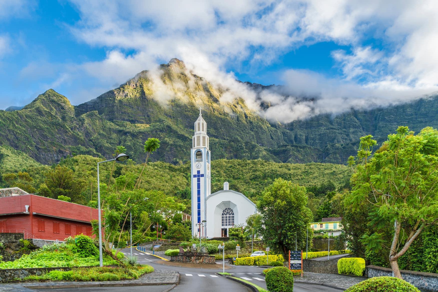 Kirche in Dorf auf La Reunion. Frankreich