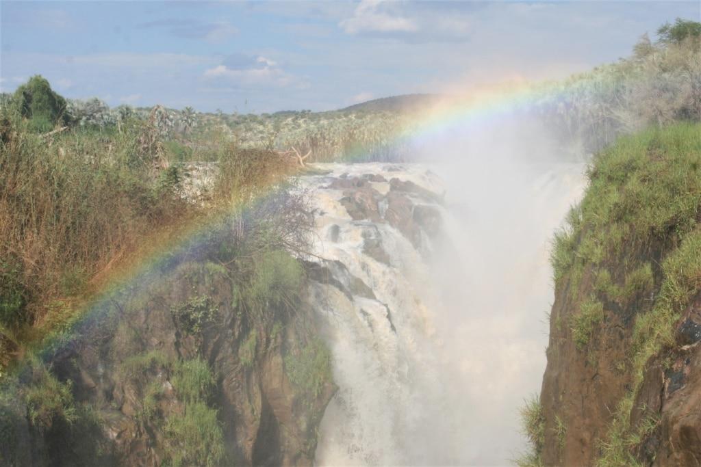 An der Grenze zu Angola rauscht der Kunene und schafft eine grüne Oase.