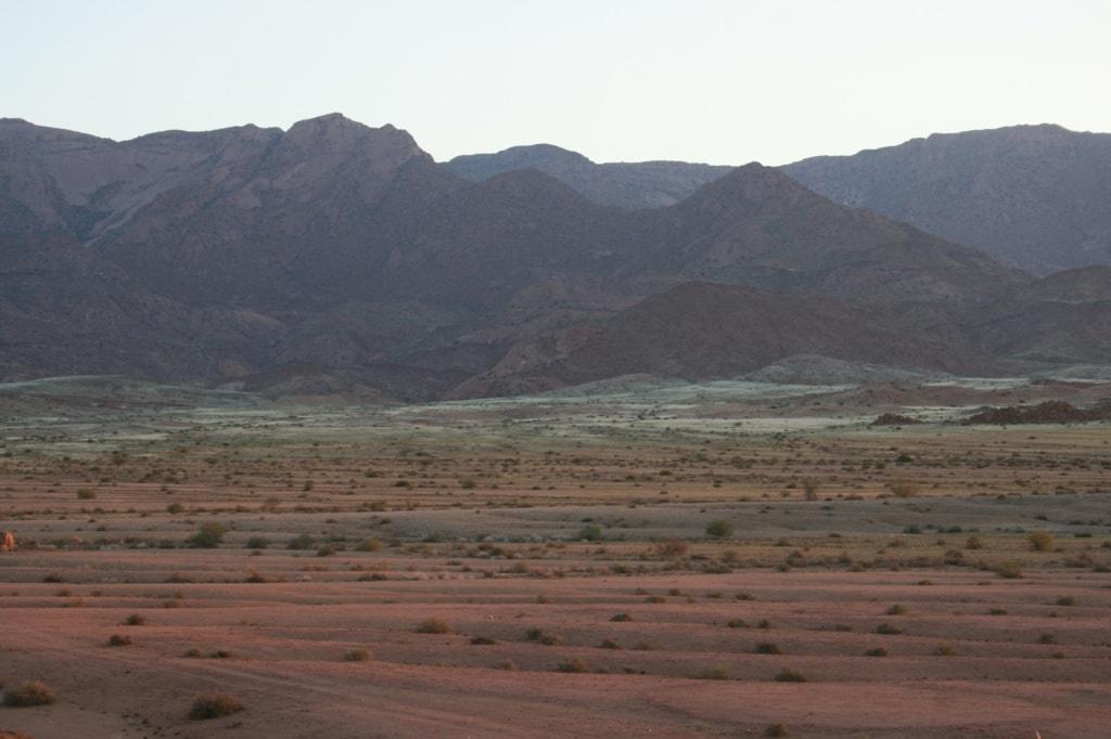 Das Damaraland in Namibia trotzt vor Einsamkeit, aber genau das macht die Landschaft noch traumhafter.