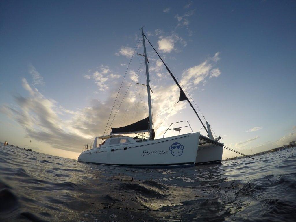 Eine Katamaran-Segeltour ist ein Muss im Barbados-Urlaub.