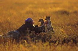 Matto Barfuss mit Geparden