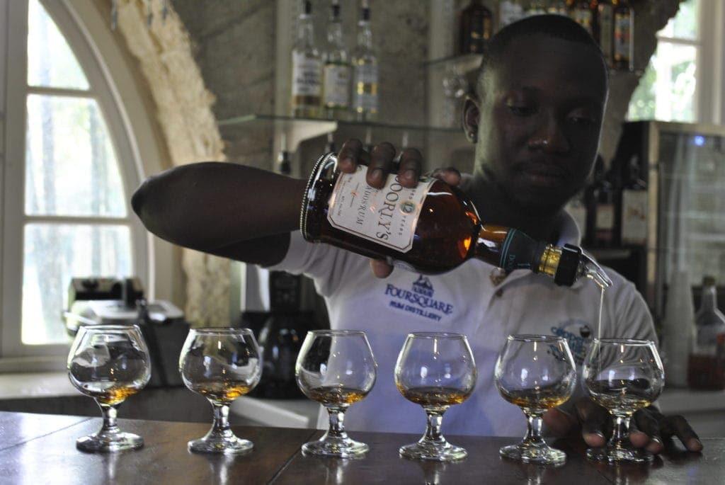 Bei einer Führung durch die Foursquare Rum Distillerie darf am Ende dann reichlich probiert werden.