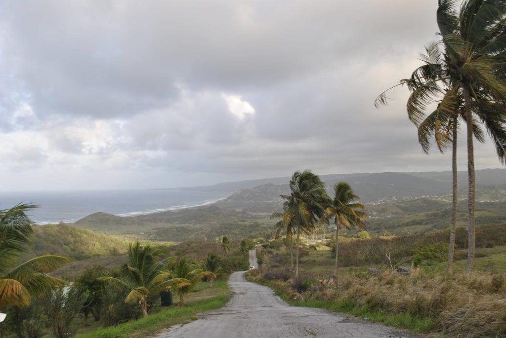 Die Ostseite von Barbados ist weitaus bergiger als die westliche Inselküste.