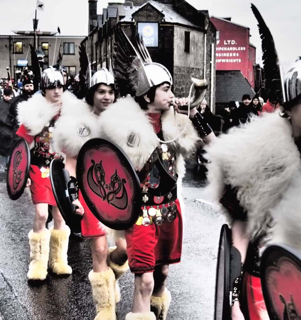 Up-Helly-Aa-Parade-in-Lerwick-Shetlandinseln