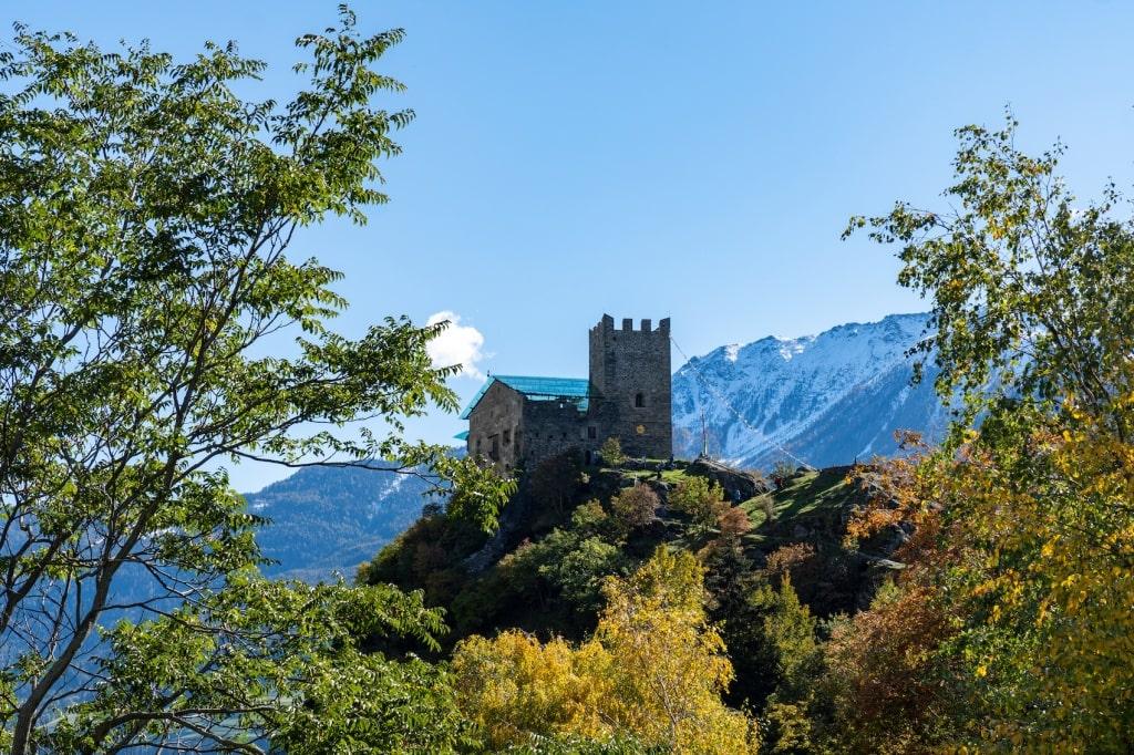 Das Schloss Juval liegt entlang der schönsten Wanderrouten im Vinschgau.