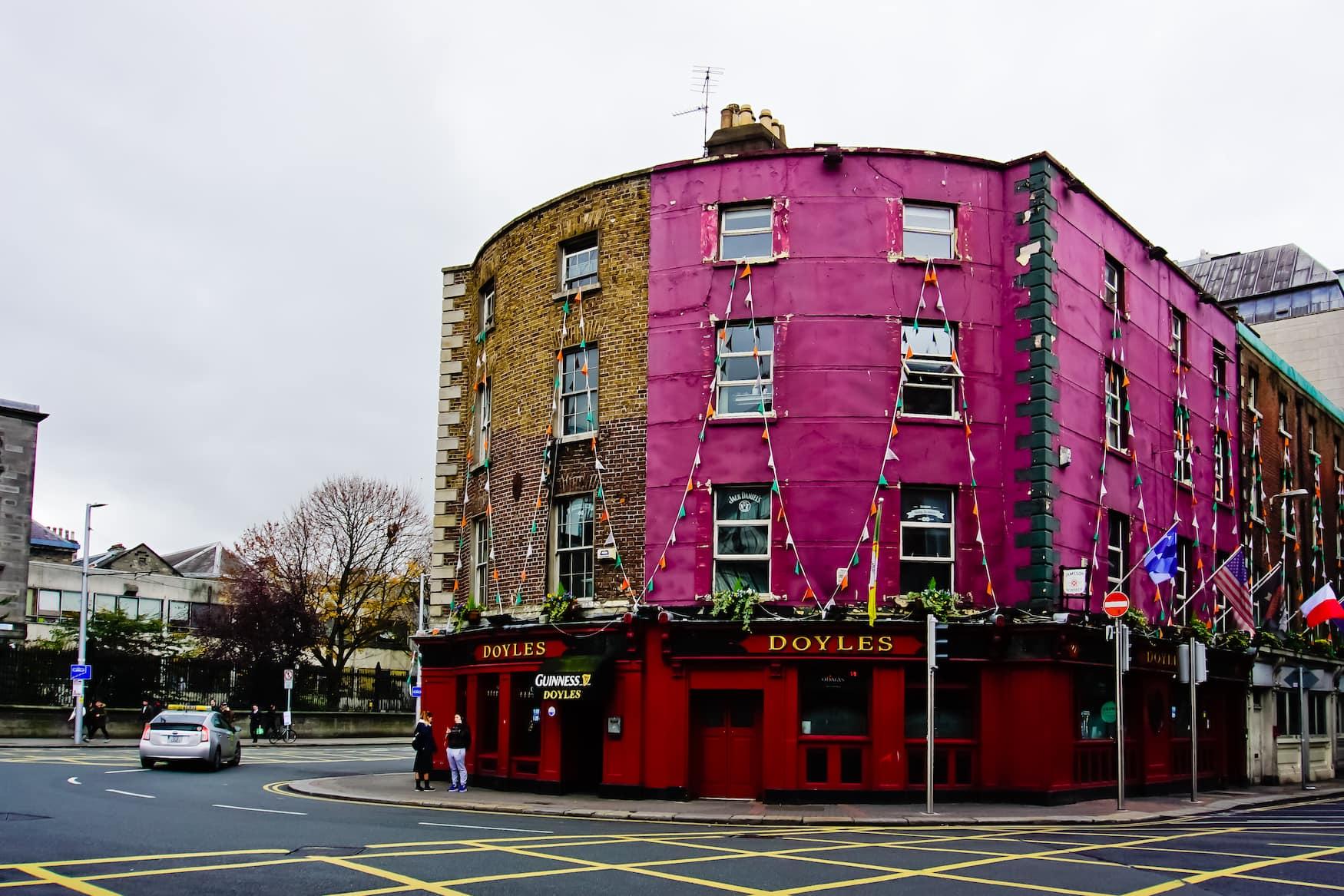 Das Doyle's ist einer der letzten viktorianischen Pubs in Dublin