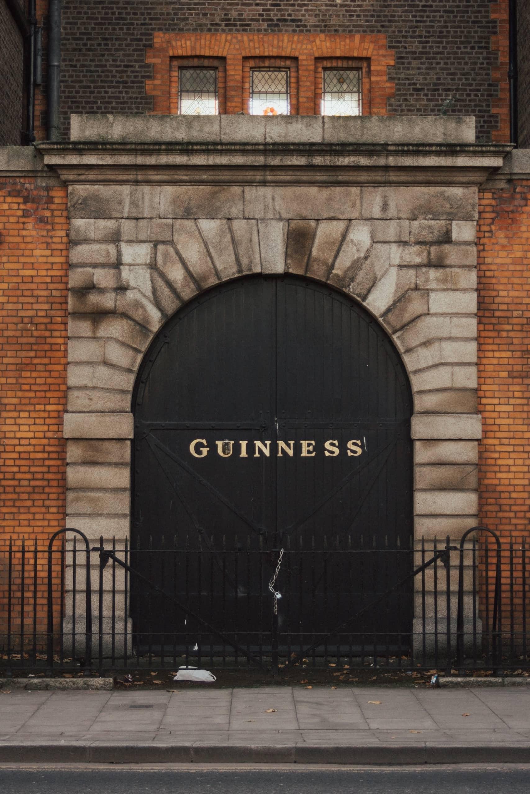 Eine der Sehenswürdigkeiten von Dublin ist die Guinness Fabrik