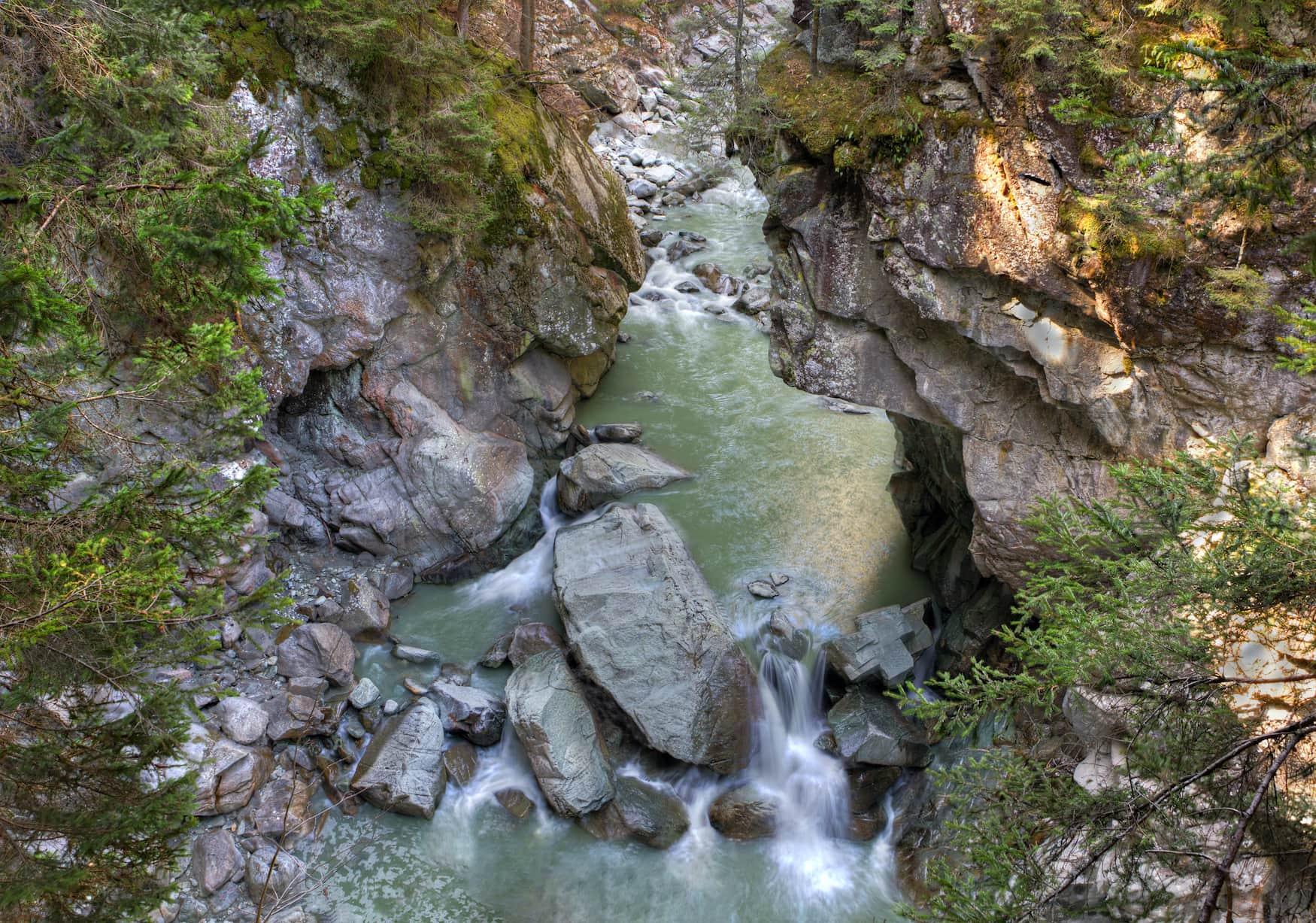 Enge und steile Roffla-Schlucht des Rheins bei Zillis Schweiz
