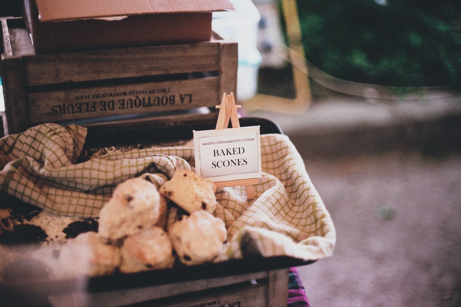 Frisch gebackene Scone sin einer Markthalle in Cork, Irland