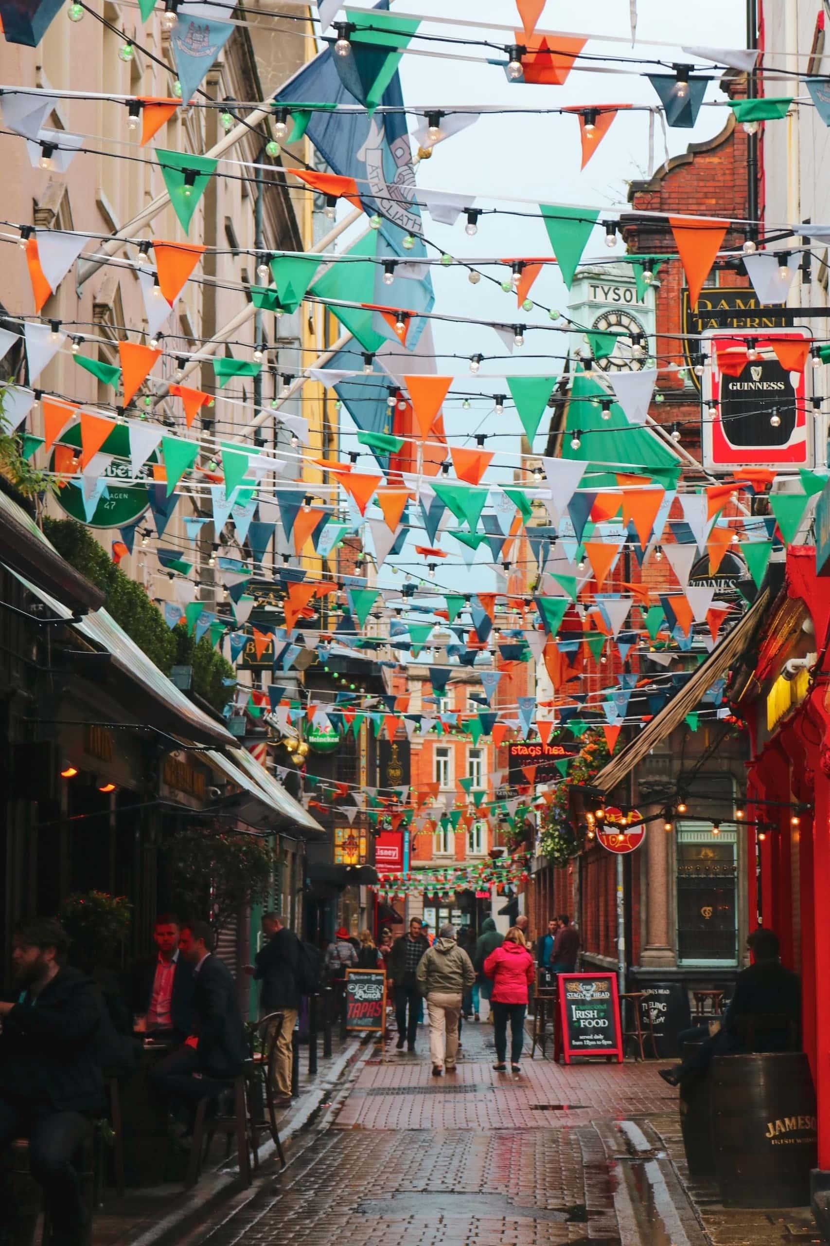 Belebtes Temple Bar Viertel in Dublin. Eine der Sehenswürdigkeiten der Stadt