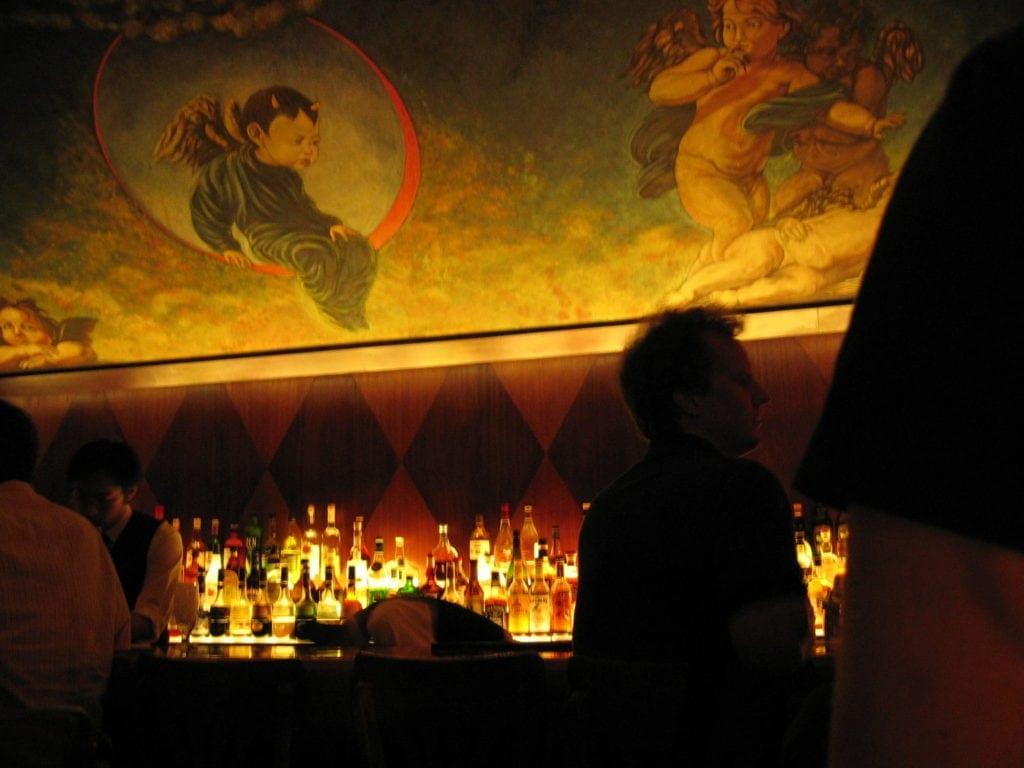 Das Angel's Share liegt versteckt hinter einer kleinen Tür in einem japanischen Restaurant.