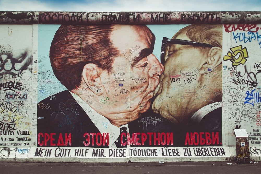 Bruderkuss Breschnew/Honecker-Graffito