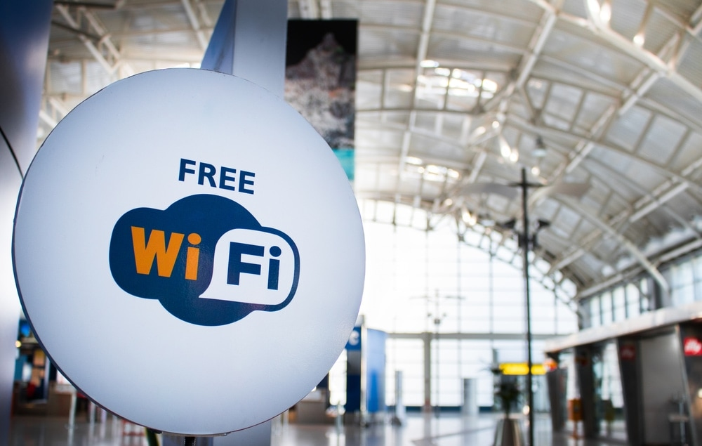 Gratis-W-Lan an Deutschlands Flughäfen: Free-Wifi-Schild