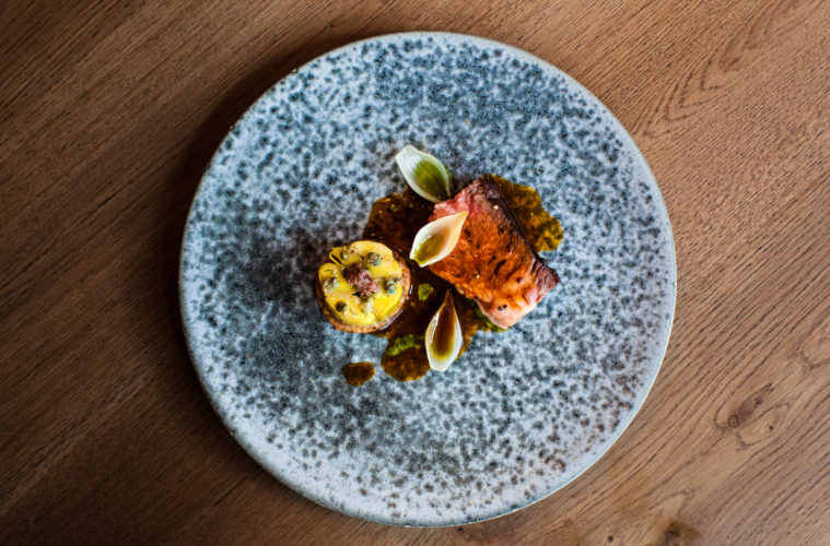 Holstein chuck steak with BBQ leeks, black garlic and capers c_Restaurant Vermeer