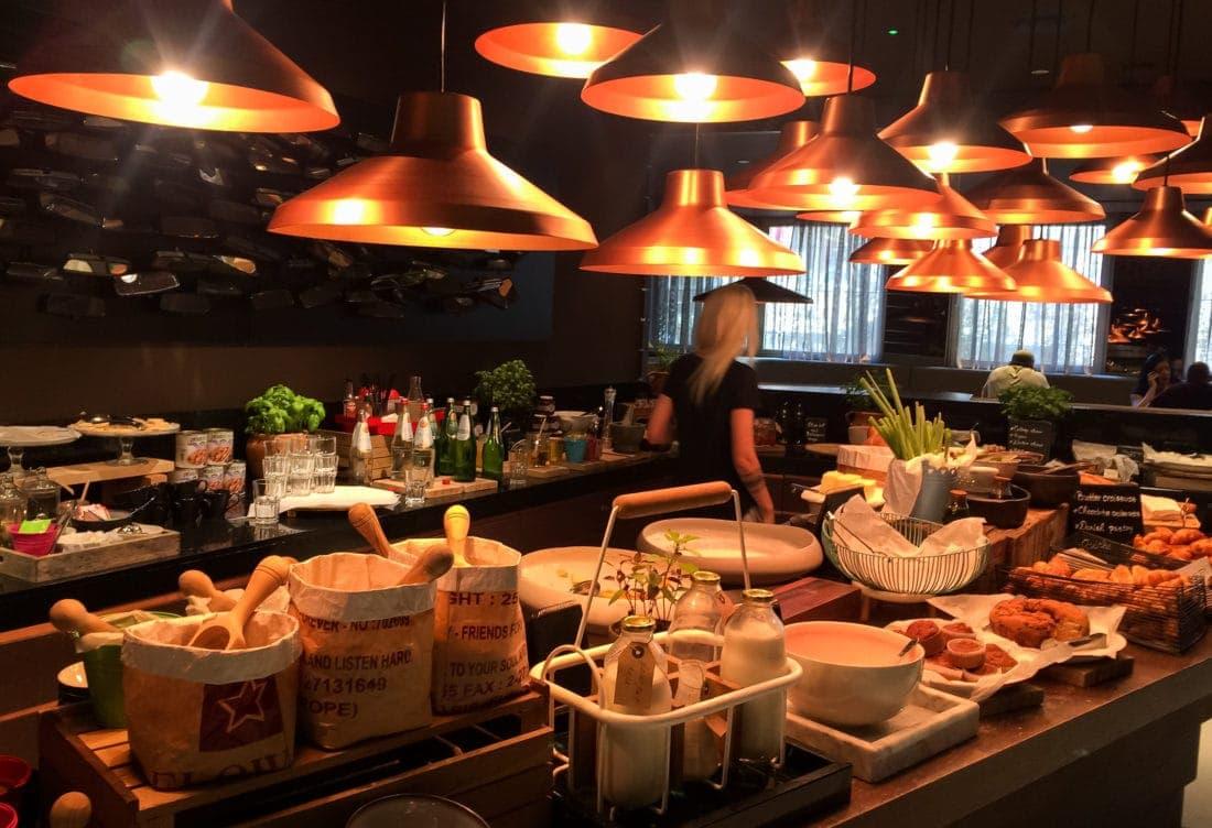Frühstücksbuffet im Radisson Blu Old Mill Hotel Belgrad