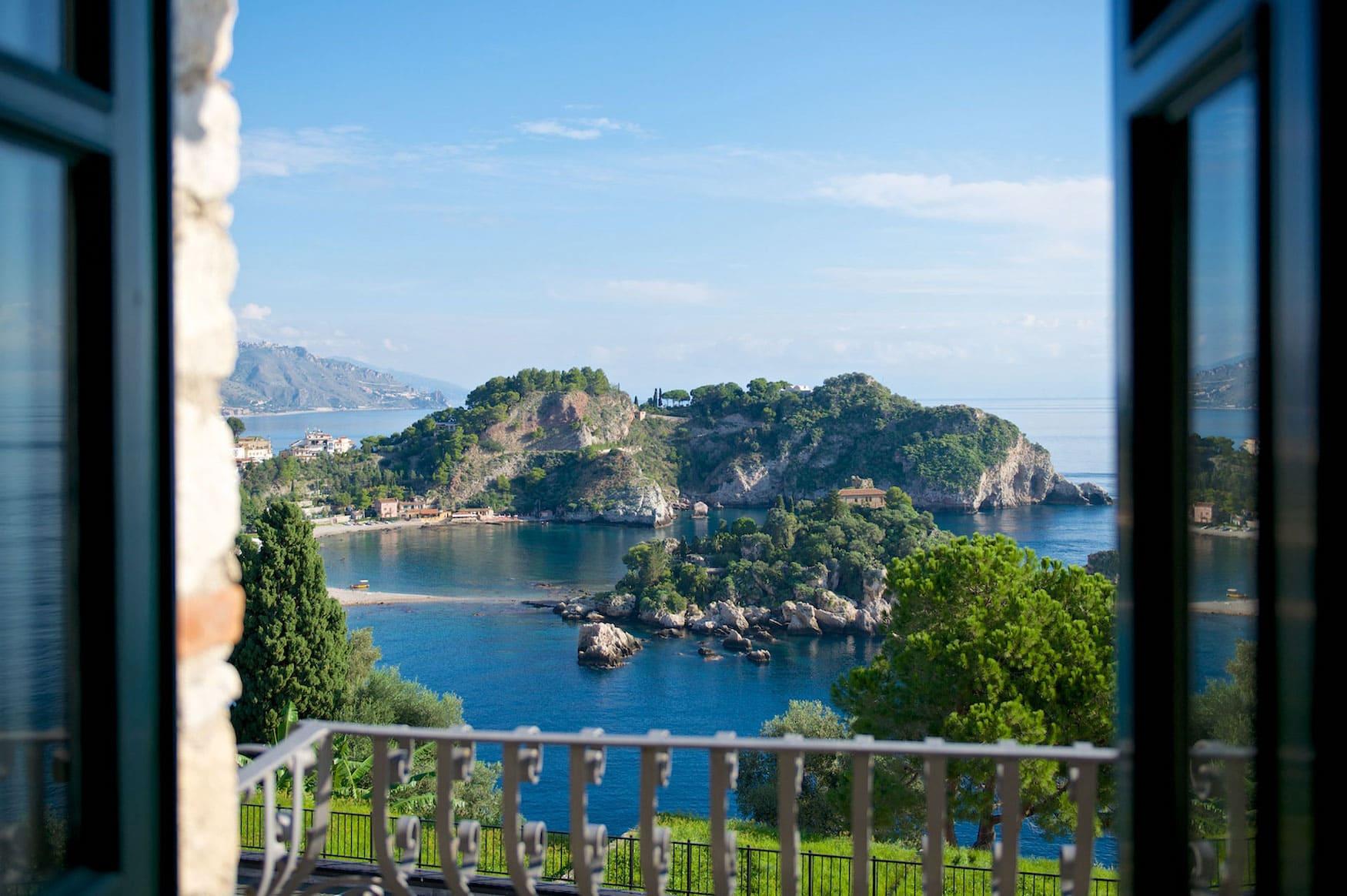 Aussicht aus der Villa Carlotta in Taormina auf die Isola Bella
