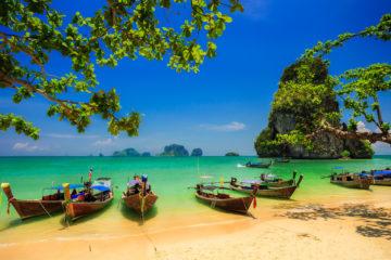 Strand mit Fischerbooten auf Ko Samui