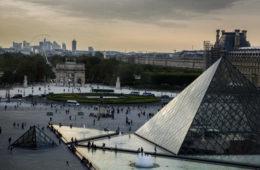 Louvre-Museum in Paris von außen