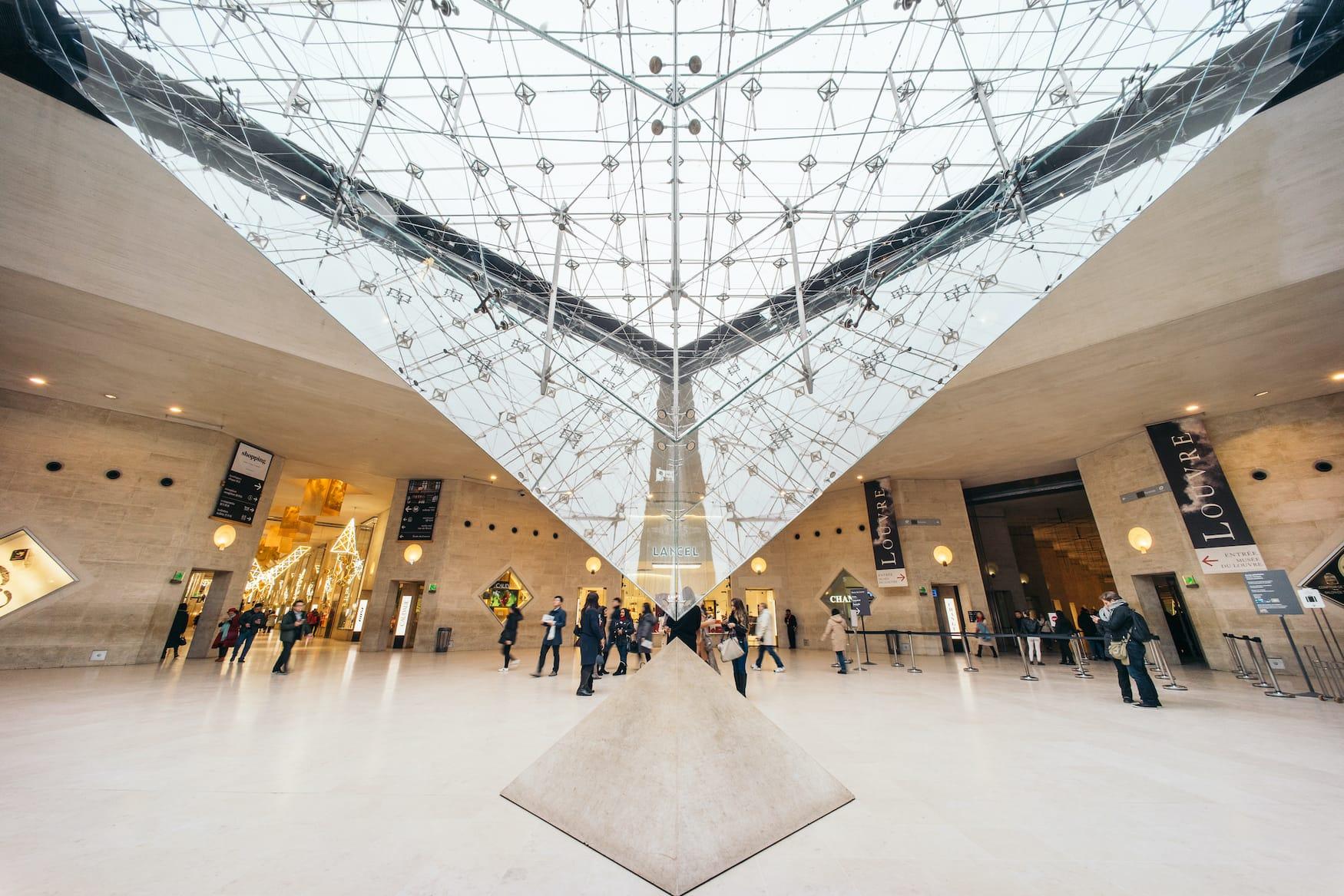 Tipp für einen stressfreien Besuch im Louvre: Nicht den Haupteingang benutzen