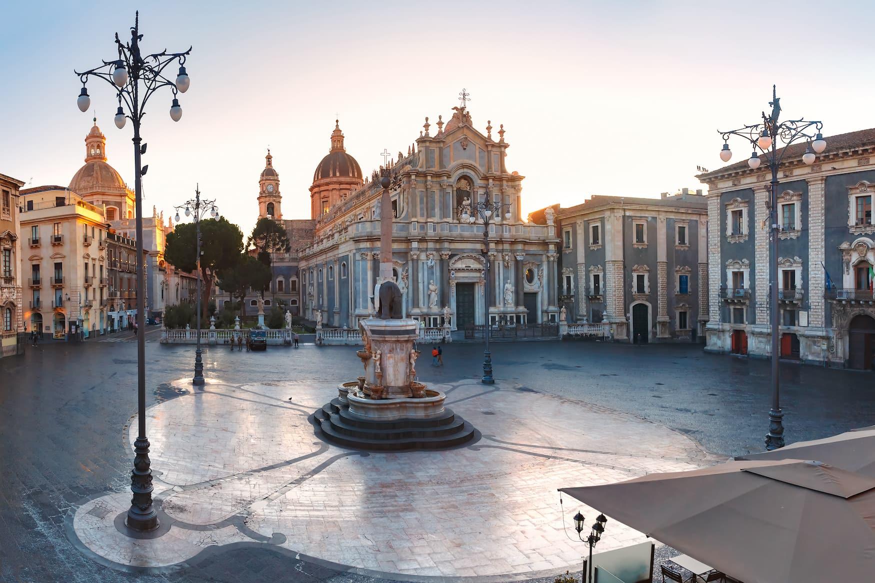 Piazza Duomo mit der Kathedrale St. Agatha in Catania