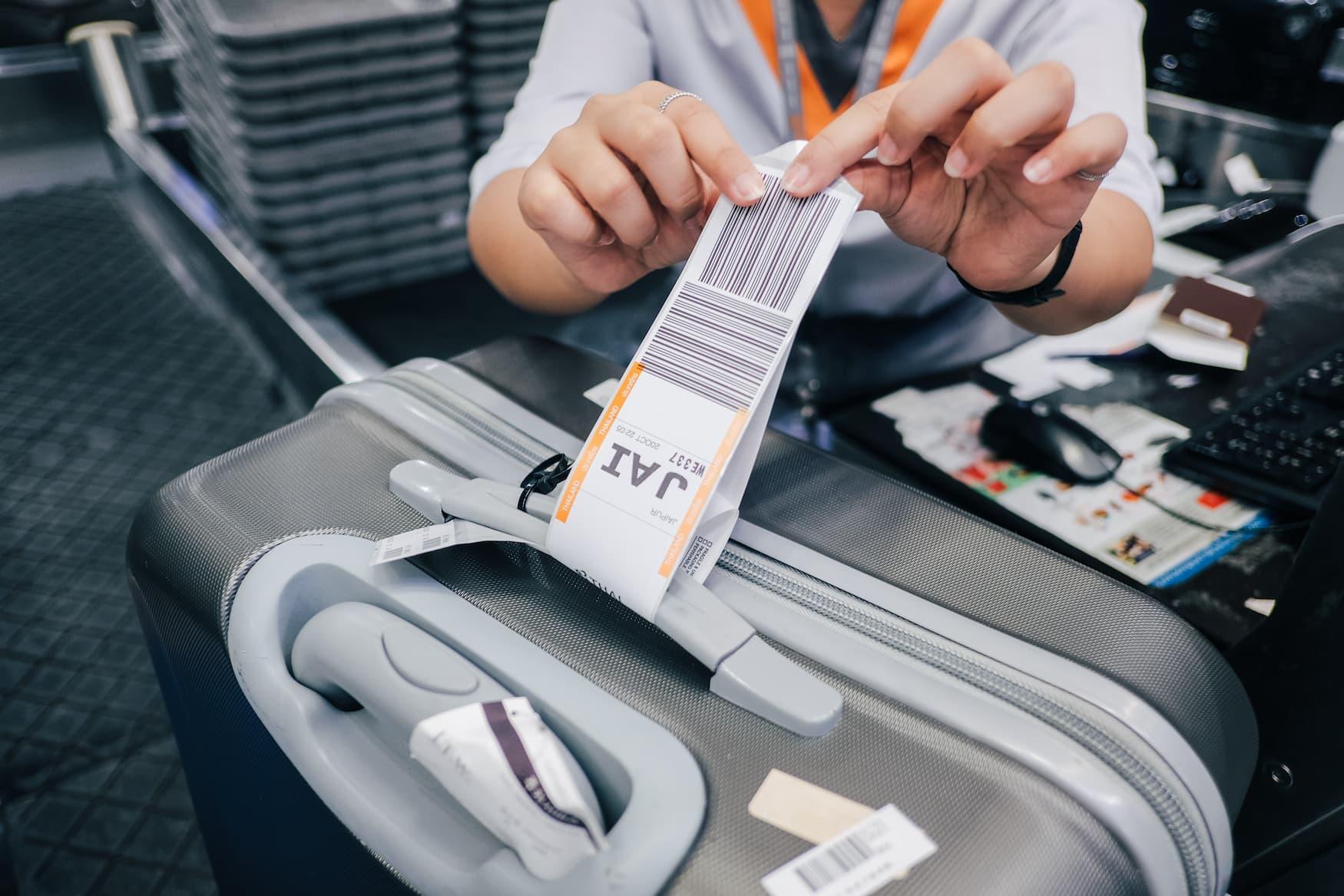Online-Check-in verringert die Wartezeit an den Check in Schaltern der Flughäfen, so dass nur noch Gepäck abgegeben werden muss