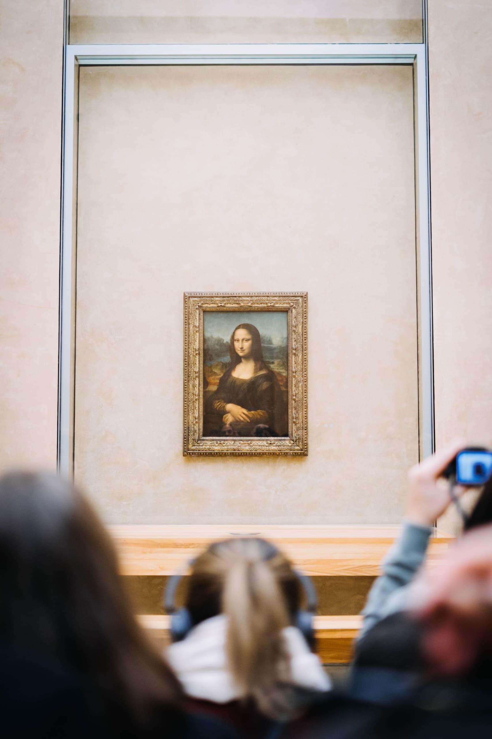 Menschentraube vor Mona Lisa Gemälde im Louvre