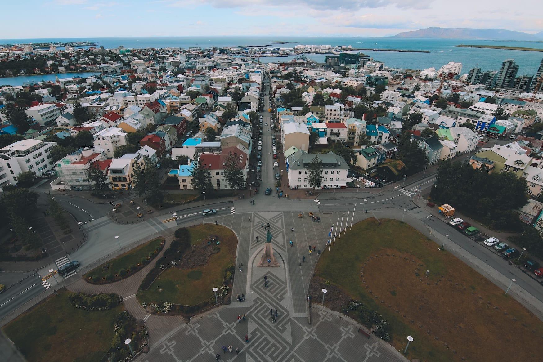 Blick auf die Hautpstraße von Reykjavik