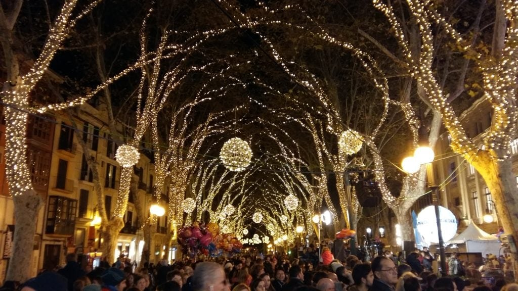 Advent in Spanien: Festbeleuchtung in Palma de Mallorca
